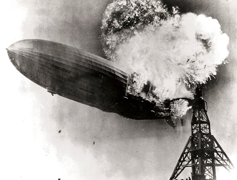 800px-Hindenburg_burning