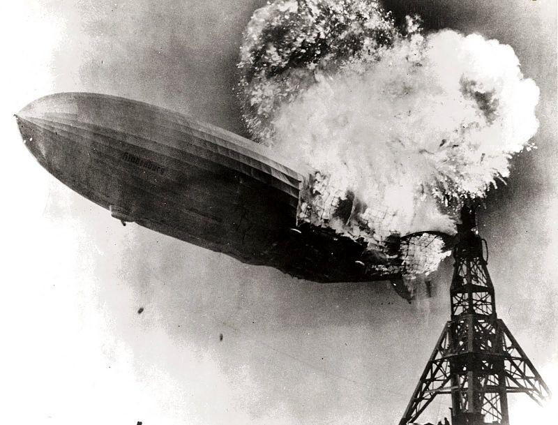 800px-Hindenburg_burning