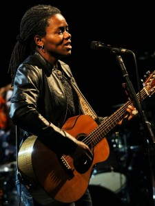640px-Tracy_Chapman_3